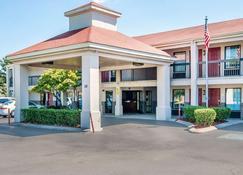 Econo Lodge Inn & Suites - Murfreesboro - Κτίριο