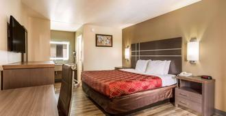 Econo Lodge Inn & Suites - Murfreesboro - Bedroom