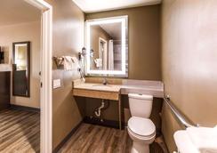 Econo Lodge Inn & Suites - Murfreesboro - Phòng tắm