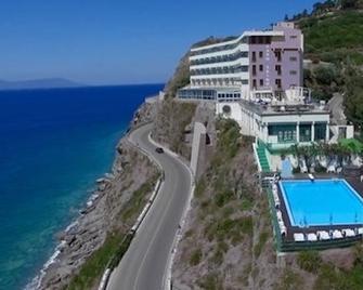 Caposkino Park Hotel - Gioiosa Marea