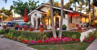 Marina Beach Motel - Santa Barbara