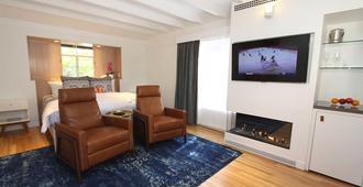 The Vagabond's House - Carmel-by-the-Sea - Living room