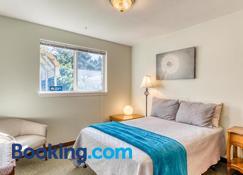 Bayview Cottage - Coos Bay - Bedroom