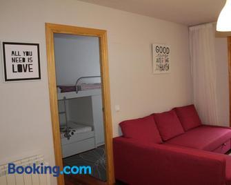 Vivienda Turística Pirineos XXI - Canfranc - Living room