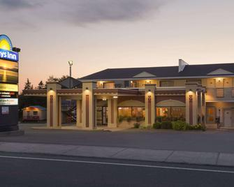 Days Inn by Wyndham Riviere-Du-Loup - Rivière Du Loup - Edificio