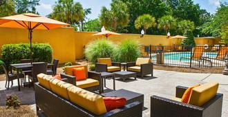 Courtyard by Marriott North Charleston Airport/Coliseum - North Charleston - Pátio
