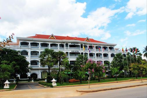 REE Hotel - Siem Reap - Building