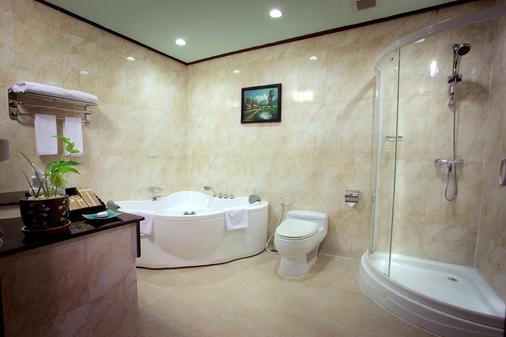REE Hotel - Siem Reap - Bathroom