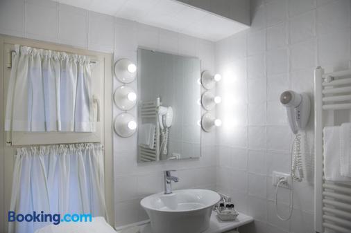 德格里奧莱安德里酒店 - 西米歐涅 - 西爾米奧奈 - 浴室