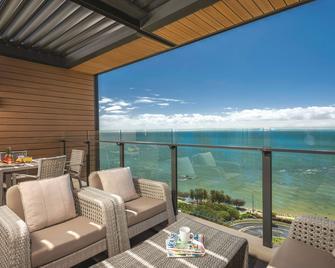Oaks Redcliffe Mon Komo Suites - Redcliffe - Balkón