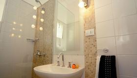 Gran Hotel Victoria Cordoba - Cordoba - Bathroom