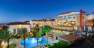 Piril Hotel - צזמה - בניין
