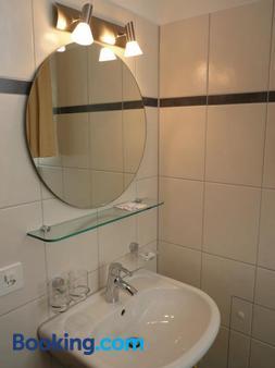 Gasthaus Tübli Gersau - Gersau - Bathroom