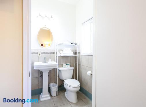 The Hotel Hollywood - Los Angeles - Bathroom
