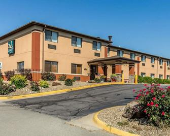Quality Inn at Collins Road - Cedar Rapids - Gebouw