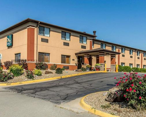 Quality Inn at Collins Road - Cedar Rapids - Toà nhà