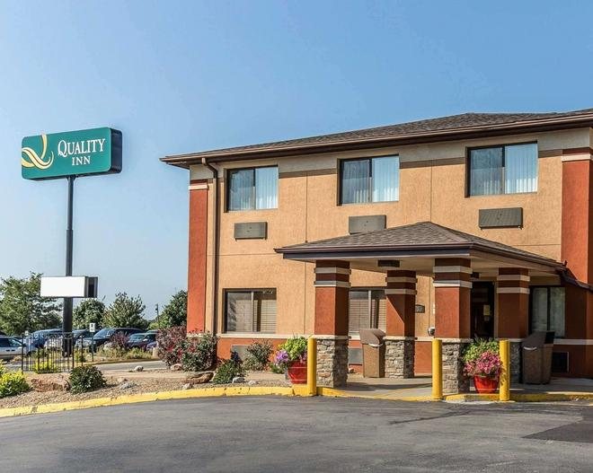 Quality Inn at Collins Road - Cedar Rapids - Building