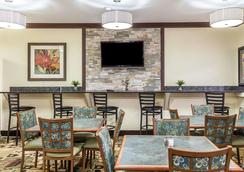 Quality Inn at Collins Road - Cedar Rapids - Restaurant