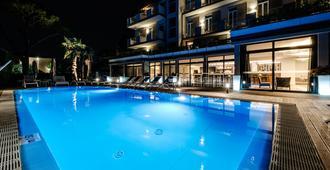 Hotel Palazzo Del Garda & Spa - Desenzano del Garda - Piscina
