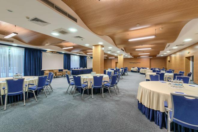 President Hotel - Kiova - Juhlasali