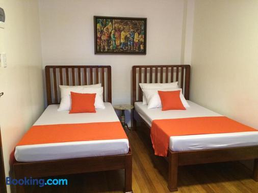 Casa Roces Bed And Breakfast - Legazpi City - Bedroom