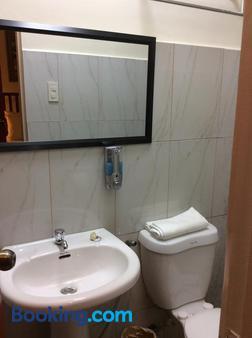 Casa Roces Bed And Breakfast - Legazpi City - Bathroom