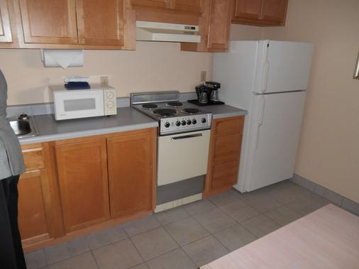 Guesthouse Inn & Suites Eugene/Springfield - Springfield - Kitchen