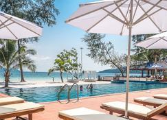 سكارليت سايلز ريزورت - جزيرة كوه رونغ - حوض السباحة