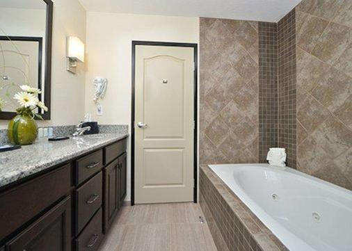 Sleep Inn & Suites & Conference Center - Garden City - Bathroom