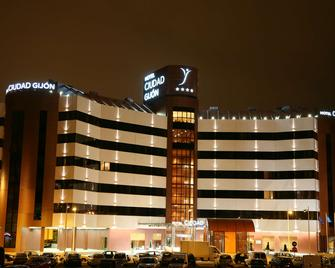 Hotel Silken Ciudad Gijon - Хіхон - Building