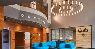 Hotel Silken Ciudad Gijon - חיחון - לובי