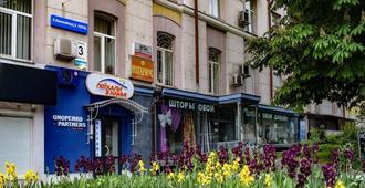 7 Sky on Y. Konovaltsia street - Kiev