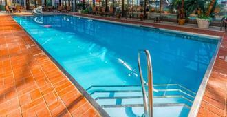 Comfort Inn & Suites - Erie - Pool
