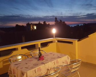 Apartmani Ana&ita - Novalja - Balkon