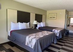 Regency 7 Motel - Fayetteville - Bedroom