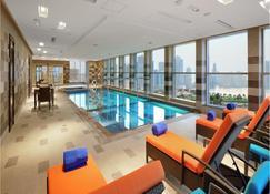 Al Majaz Premiere Hotel Apartments - Sharjah - Zwembad
