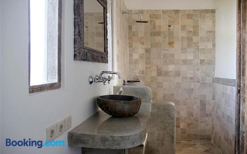 Papaya Guesthouse - North Kuta - Bathroom