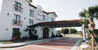 Budgetel Inn & Suites - Memphis - Building