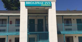 Broadway Inn Express - Biloxi - Building
