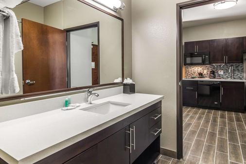 MainStay Suites - Midland - Bathroom