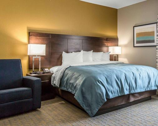 MainStay Suites - Midland - Bedroom