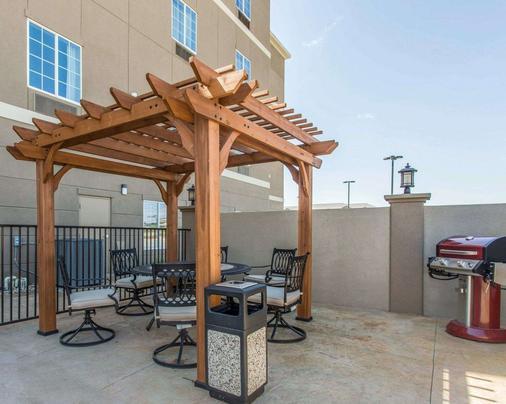 MainStay Suites - Midland - Balcony