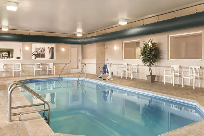 Country Inn & Suites by Radisson, Indy Air South - Indianapolis - Pool