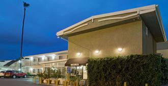 Super 8 by Wyndham Los Angeles-Culver City Area - Los Ángeles - Edificio