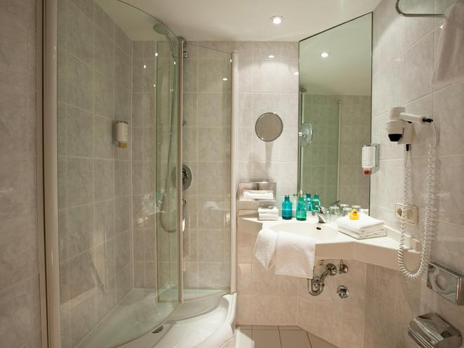 carathotel München City - Munich - Bathroom