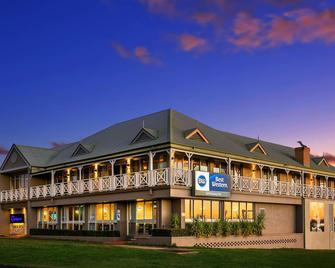 Best Western Sanctuary Inn - Tamworth - Building