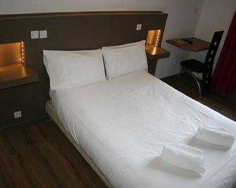 Hotel les Glycines - Arles-sur-Tech - Bedroom