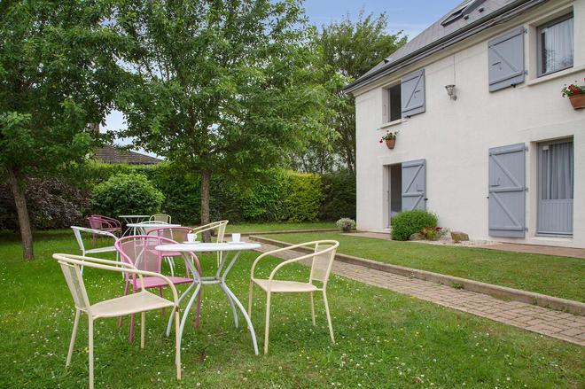 The Originals City, Hôtel Alizéa, Le Mans Nord (Inter-Hotel) - Saint-Saturnin - Patio