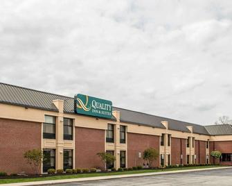 Quality Inn & Suites Greenfield - Greenfield - Building