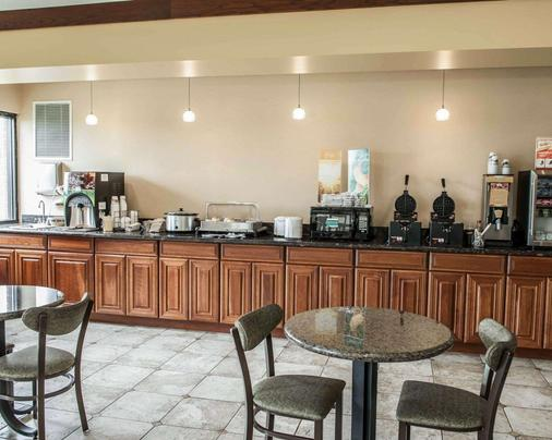 Quality Inn & Suites Greenfield - Greenfield - Buffet